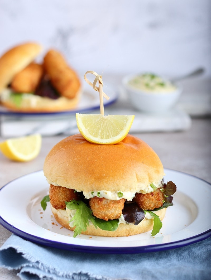 Fish finger sandwich with homemade tartare sauce