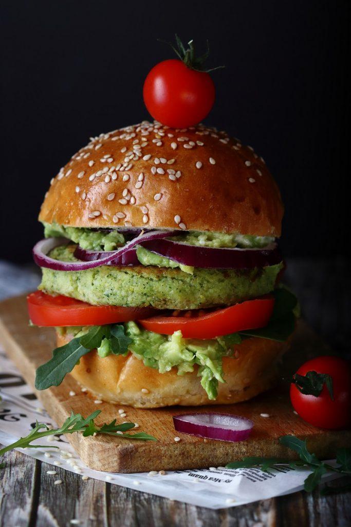 Hamburge di broccoli e patate vegetariano - close up
