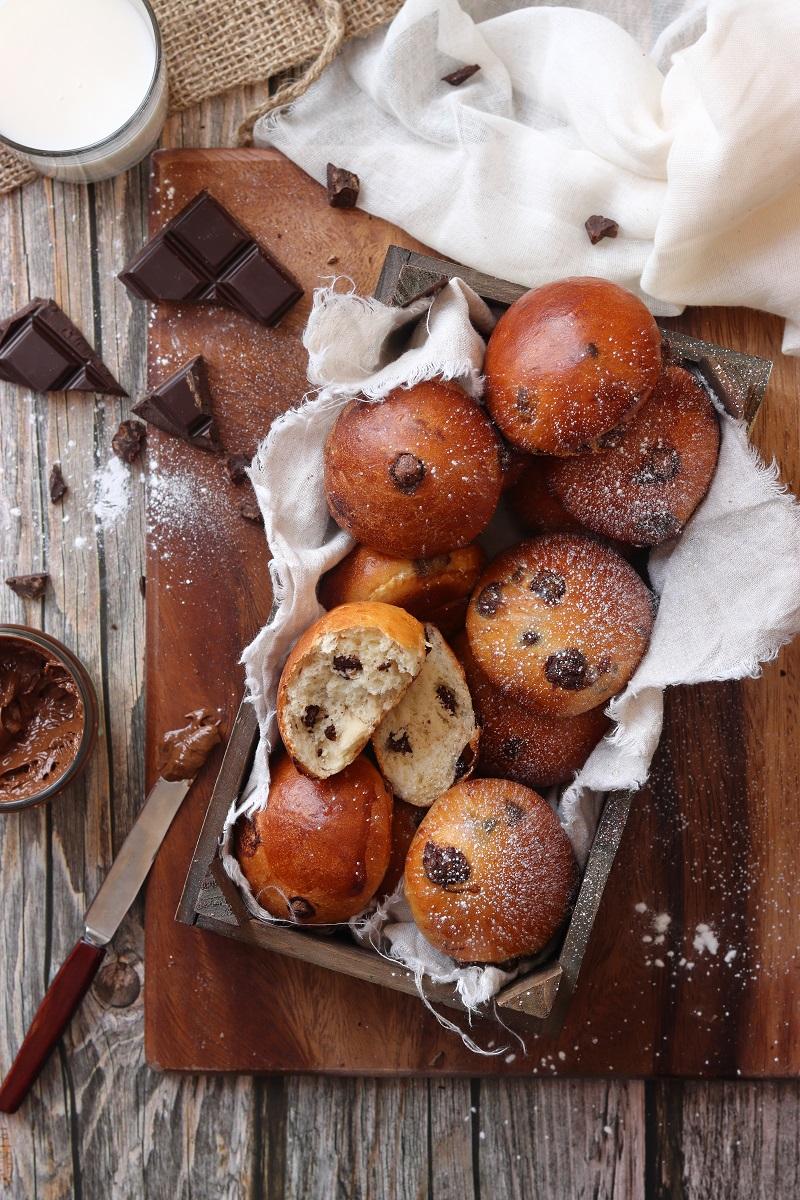 Panini con gocce di cioccolato - flatlay