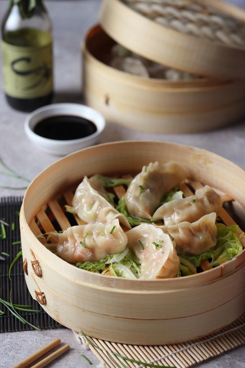 Ravioli cinesi a vapore con gamberi e verdure