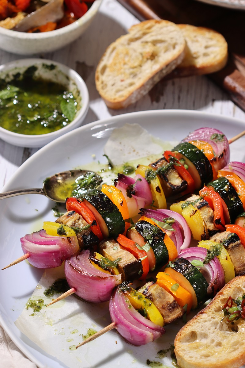 Spiedini di verdure miste estive - close up
